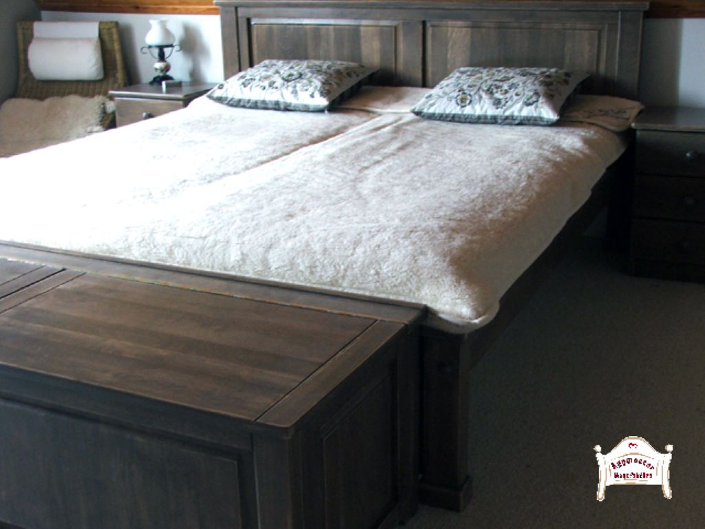 Francia ágy pácolt tömörfa 140x200 180x200 200x200