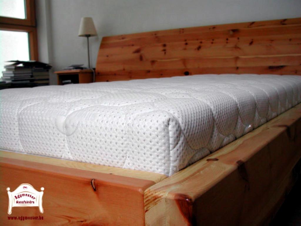 Fenyőfa kétszemélyes ágy pácolt 180x200