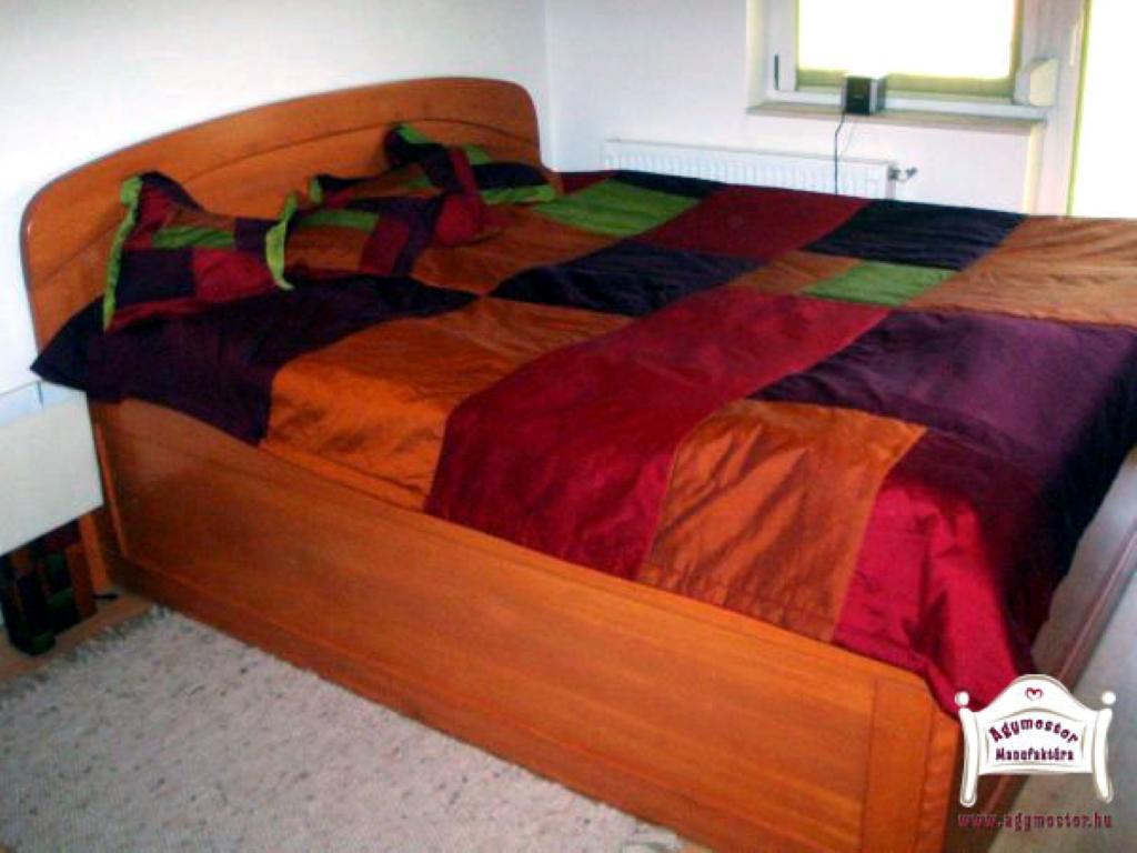 Ágyneműtartós ágy pácolt juharfa 160x200
