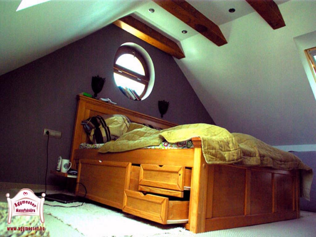 Felnőtt fiókos ágy matraccal egyedi méretben keményfa anyagból 160x200 180x200 140x200 200x200