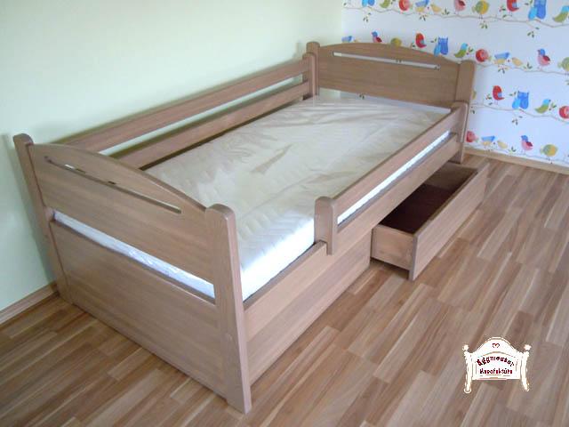 Egyedi keményfa ágykeret és kétfiókos ágyneműtartó 90x200