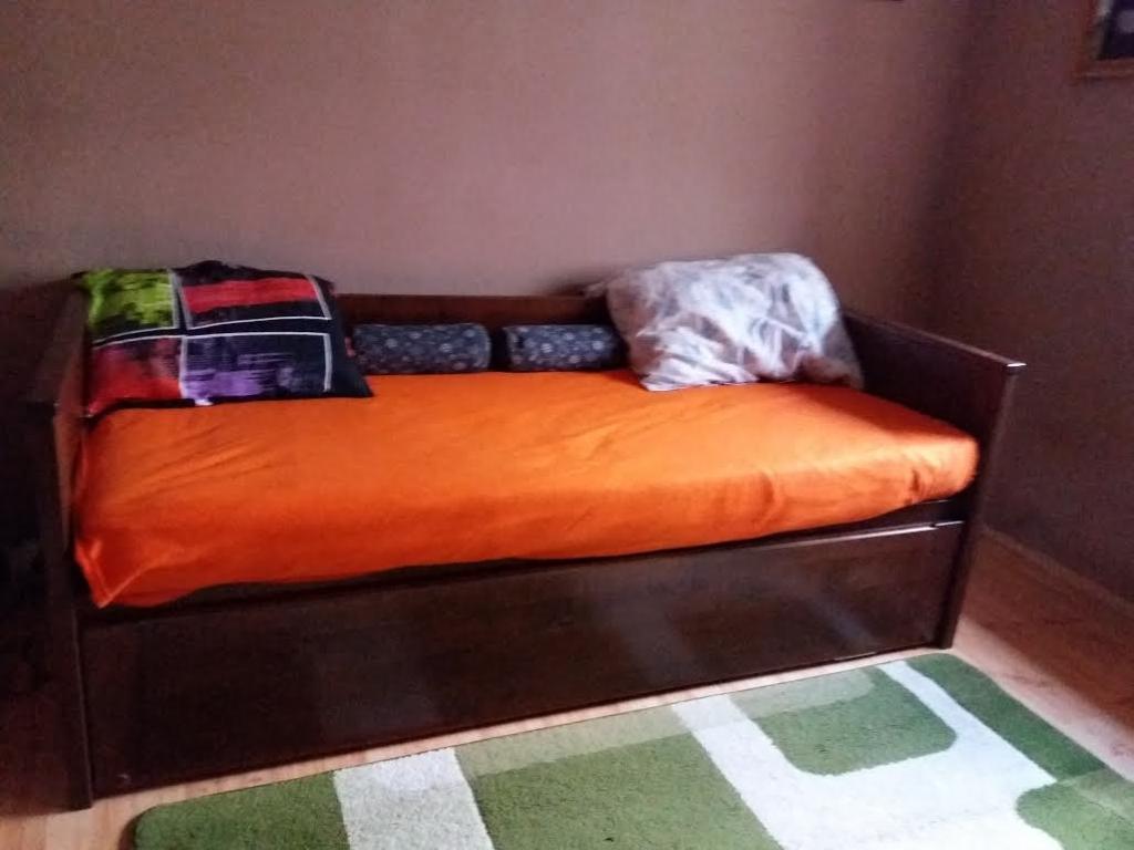 Juharfa Vendégszerető ágy egyedi méretben ágyneműtartóval