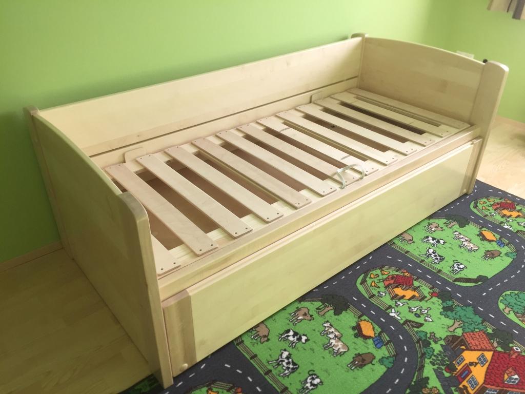 Virgonc juharfa ágy vendégágy és ágyneműtartó egyedi méretben