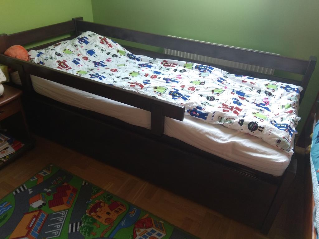 160x200 méretű egyedi tömörfa ágykeret leesésgtlós,vendégágyas, ágyneműtartós