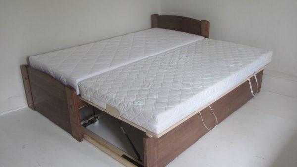 Vendégszerető ágy - vendégágy egy szintre emelhető matracokkal 90x200